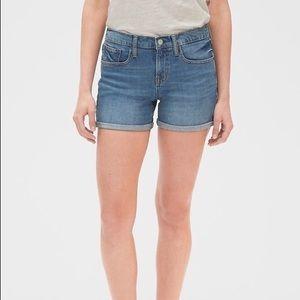 Gap mid rise shorts NWT
